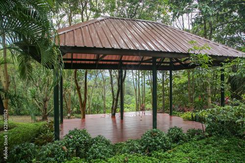 Cuadros en Lienzo タイの森の中のステージ、リゾート
