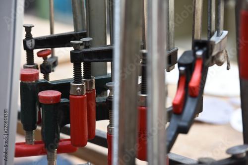 Fotografiet  serrage outils outillage travail emploi chomage travail job metier