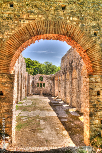 Photo Panoramic view to ruins of The Basilica in Butrint ancient town , Sarande, Alban