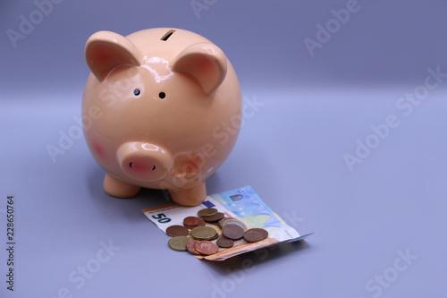 Fotografía  Piggy bank with savings