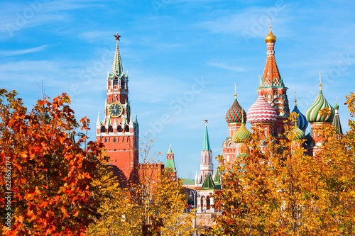 Tuinposter Barcelona Cathedral of Vasily Blessed (Saint Basil's Cathedral) and Spasskaya Tower of Moscow Kremlin