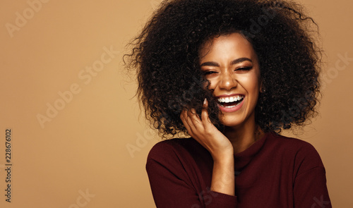 Obraz na plátně Portrait of laughing african american girl with copy space