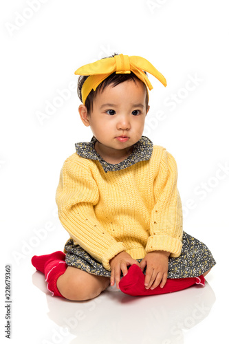 Fotografía  Studio portrait of serious asian little girl child