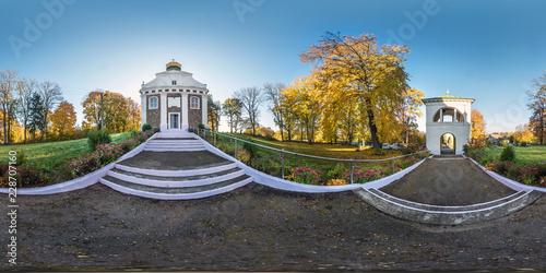 Fotografia Full seamless panorama 360 angle degrees near small orthodox church in autumn garden in equirectangular spherical panorama