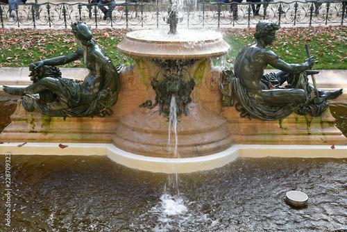 Tuinposter Fontaine Fontaine à Paris, France
