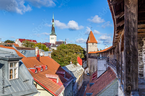 Stickers pour porte Pierre, Sable Cityscape of Talinn, with a view from the town wall on St Olaf Baptist Chruch in the old town of Tallinn in Estonia