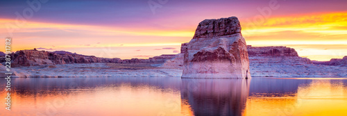 Photo Stands Melon Lake Powell in Arizona