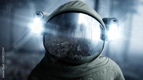 Photo  Astronaut in fog night forest