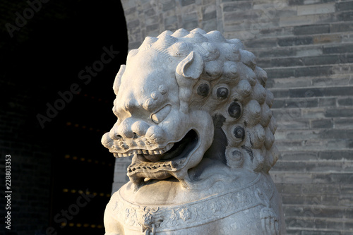 Foto  Guardian Lion Statue on the Tiananmen Square -- is a large city square in the ce