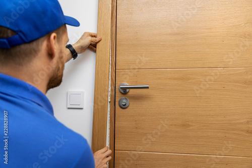 Photo man installing door architrave