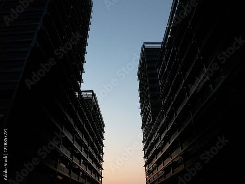 Fotografía  urban sunset between two black modern buildings
