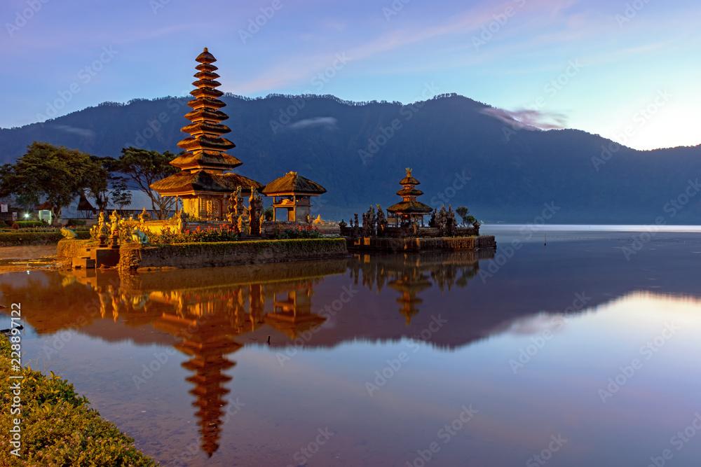 Poster Sunrise At Pura Ulun Danu Bratan Temple In Bedugul Bali