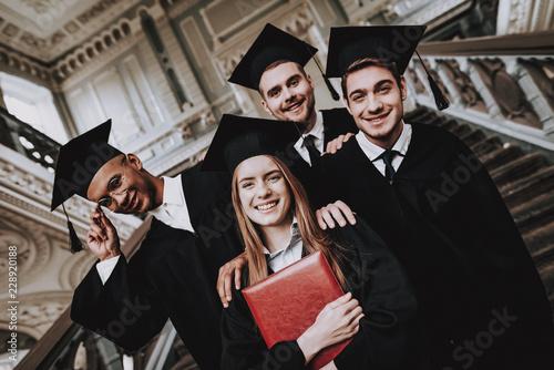 Fotografia Happiness. Diploma. Best Friends. Finish Studies.