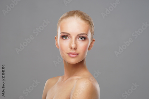 Fotografía  Beautiful face of young and healthy girl