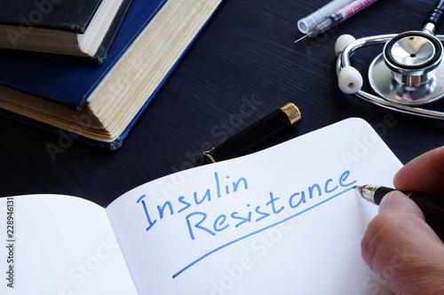 Fotografía  Insulin Resistance handwritten in a note pad.