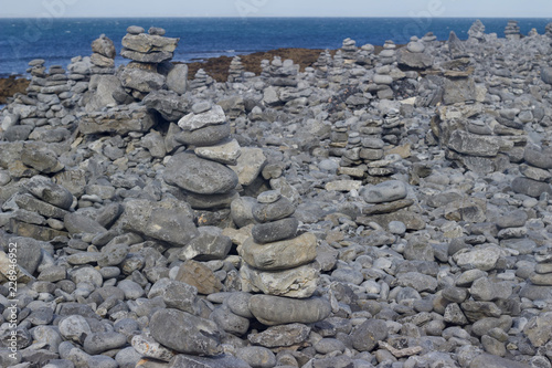 Photo  Background abstract view of zen stones on a rocky beach in rural Ireland