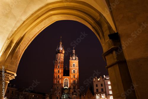 Fototapeta St Mary Church in Krakow at Night obraz