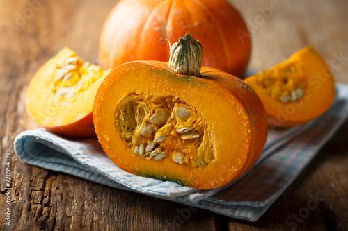 Fotografia Ripe pumpkin on wooden desk