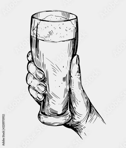 recznie-rysowane-ilustracja-szklanka-piwa-w-reku
