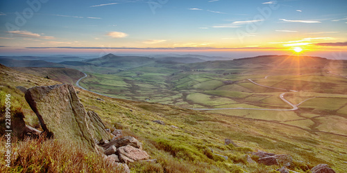 Foto The Cat and Fiddle Road in the Cheshire Countryside.