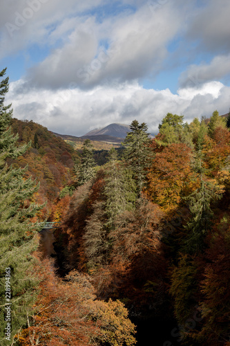 River Garry at Pitlochry Perthshire Scotland in Autumn Canvas-taulu