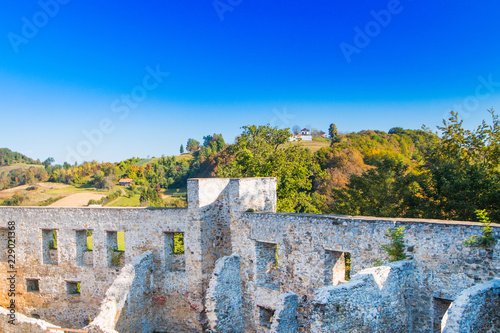 Deurstickers Vestingwerk Croatia, Novigrad, Karlovac county, ruins of old medieval Frankopan fortress and countryside landscape