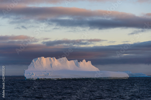 Poster Antarctica Antarctic seascape with iceberg