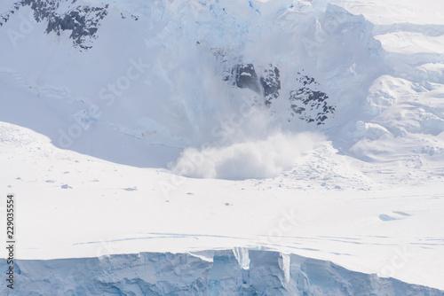 In de dag Antarctica Snow fall on glacier