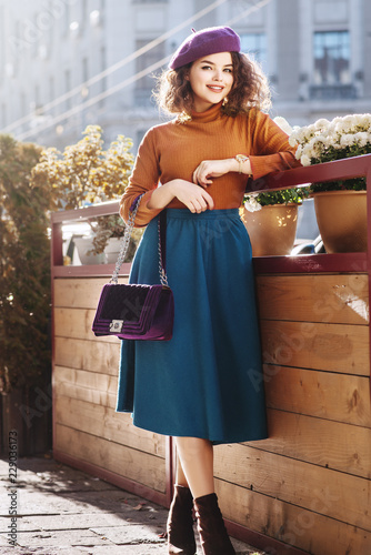 Cuadros en Lienzo Outdoor full body fashion portrait of young beautiful happy smiling woman wearin