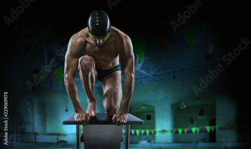Canvas Print Swimming pool. Muscular swimmer ready to jump.
