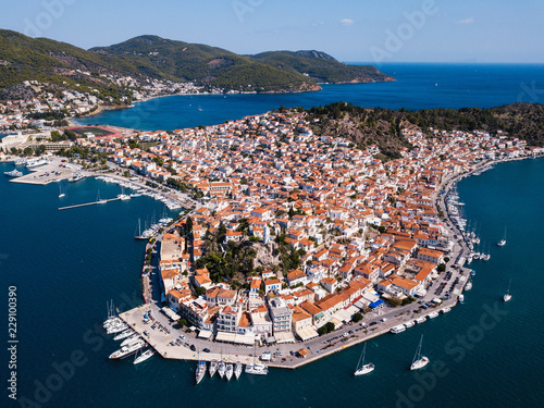 Deurstickers Eiland Top view of the Poros island Sea harbor, Aegean sea, Greece.