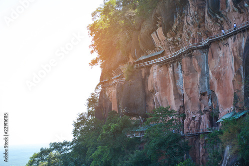 Photo  wooden bridge with steep cliffs Mountain View Point Travel Amazing in Thailand