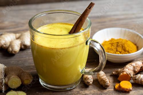 Obraz Indische Goldene Milch bei Erkältungen - fototapety do salonu