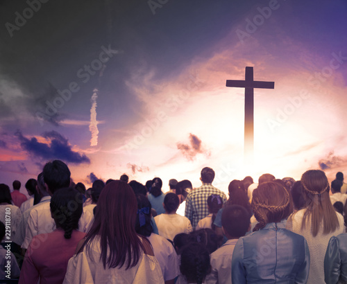 Photo  Worship and Praise Concept: Christians Worship Together and Praise God