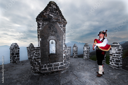 Photo Bergamo Bagpipe. Player in a traditional religious chapel