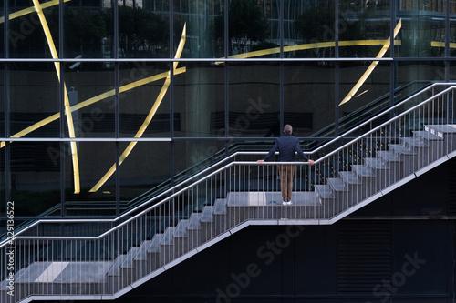 escalier ville urban graphisme graphique attente attendre homme immeuble questio Canvas Print