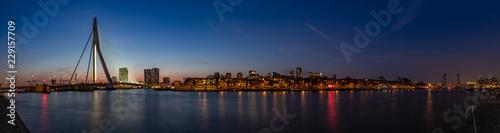 Montage in der Fensternische Rotterdam Panorama Erasmusbrug, Noordereiland and Koningshaven, rotterdam by night