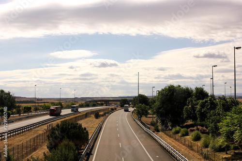 Fotografía  Empty highway in Spain with clear sky
