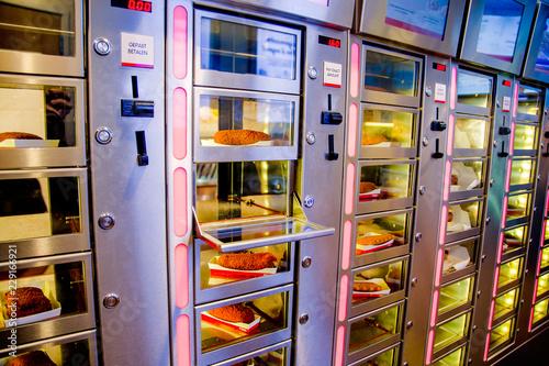 Obraz Distributori automatici di spuntini caldi ad Amsterdam - fototapety do salonu