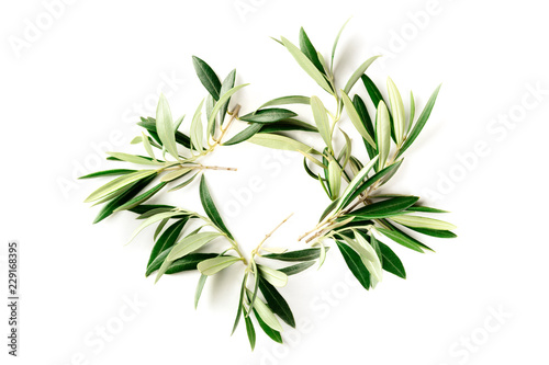 Keuken foto achterwand Olijfboom An overhead photo of a wreath made up of olive tree branches, a circular frame with copy space, shot from above on a white background