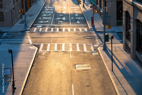 In de dag New York City Overhead view of empty intersection at Pearl and Prospect Streets in Brooklyn New York City