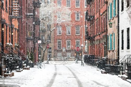 Tuinposter Amerikaanse Plekken Snowy winter scene on Gay Street in the Greenwich Village neighborhood of Manhattan in New York City