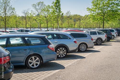 Obraz row of cars in parking lot - fototapety do salonu