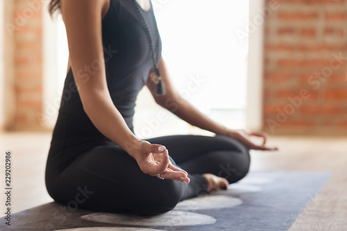 Fotografia  Yoga instructor meditates In an empty bright room
