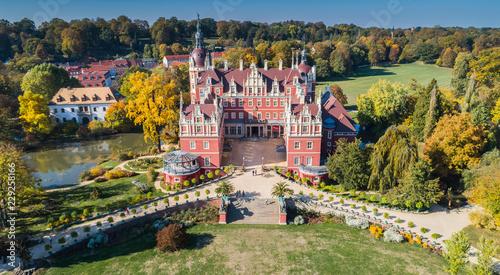 Foto op Plexiglas Historisch geb. Przepiękny zamek i ogrody - Fürst Pückler Park w Bad Muskau - z lotu ptaka