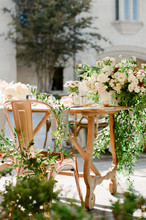 Outdoor Elegant Hollywood Style Wedding Flowers