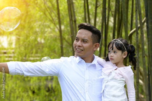 Fotomural malay muslim father and child outdoor
