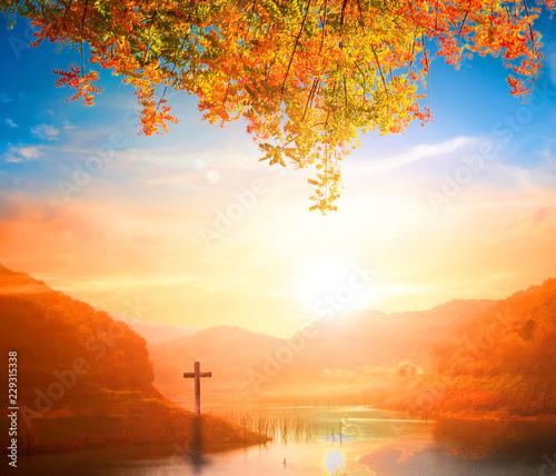 Montage in der Fensternische Rotglühen Christmas concept: The Cross symbol of christian and Jesus Christ