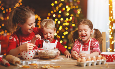 Fototapeta happy family bake christmas cookies