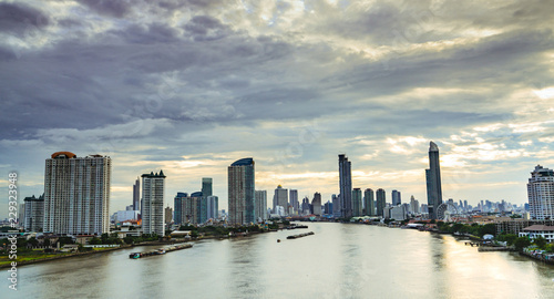 Photo Cityscape of modern building near the river in the morning